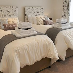 Holiday Cottages Devon Emperor Bedroom