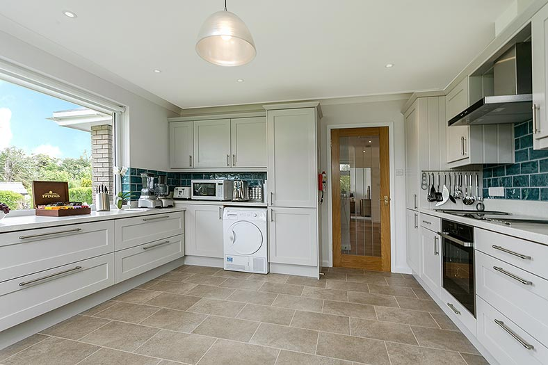 The self-catering holiday property of Clovehayes in central Devon has a fully equipped modern kitchen.