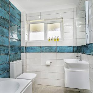 The main bathroom at Clovehayes holiday cottage in central Devon, in North Tawton.