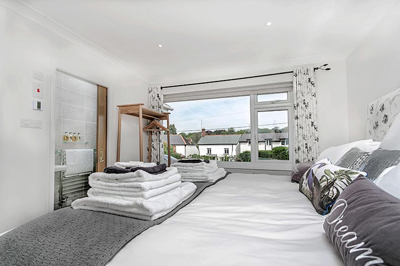 Super King Bedroom at Clovehayes